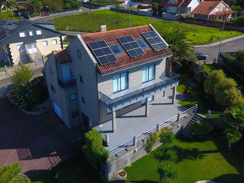Panel solar en vivienda particular